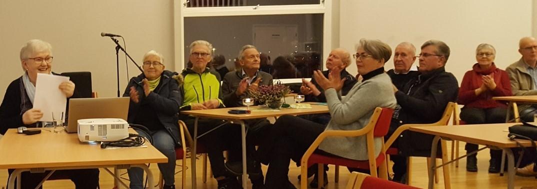 Bilde av glade seniorar
